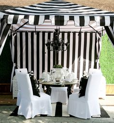 Simply In Love With This Black And White Zebra Stripes Outdoor Dining Area
