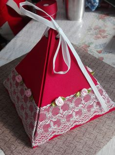 Pyramid gift box (height - 15cm)