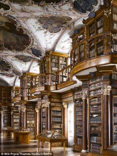 Библиотека монастыря святого Галла в швейцарском Санкт-Галлене
