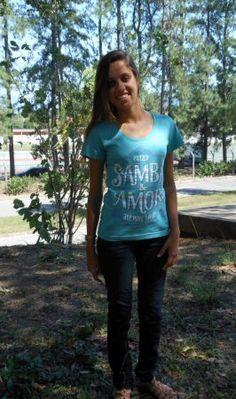 Giovana Mathedi veste Camiseta Samba e Amor- http://chicorei.com/camiseta/samba-e-amor-1217.html