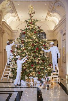 Le sapin de Noël du Péninsula à Paris