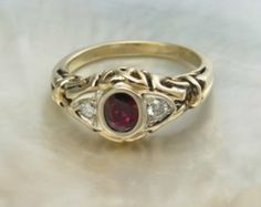 Celtic Trinity ring in 14k yellow gold, ruby and diamonds