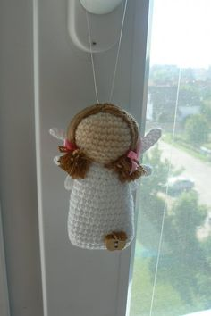 Angel...reminds me of the cute Willow Tree angels, only in crochet. Original pattern is in Czech.