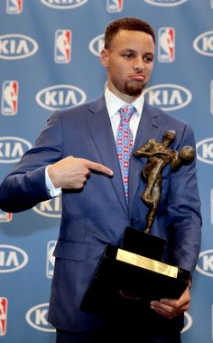 Steph Curry accepts his MVP trophy. Curry was the first player to ever win the NBA MVP unanimously. Funny Basketball Memes, Stephen Curry Wallpaper, Mvp Trophy, Wardell Stephen Curry, Stephen Curry Basketball, Golden State Basketball, Basketball Players, Basketball Stuff, Basketball Party