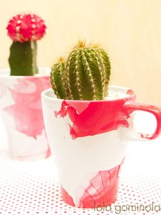 Taza   pintauñas = maceta DIY Planter Pots, Diy, Tableware, Bonbon, Notebooks, Mugs, Projects, Dinnerware, Bricolage