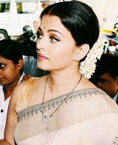 ideas indian bridal jewelry aishwarya rai for 2019 Indian Wedding Jewelry, Indian Bridal, Bridal Jewelry, Beaded Jewelry, Gold Jewelry, Diamond Mangalsutra, Gold Mangalsutra Designs, Diamond Jewellery, Diamond Studs