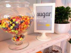 BonBon Candy, experiențe dulci în fabrica de zâmbete Hurricane Glass, Gourmet Recipes, Sugar, Tableware, Sweet, Food, Candy, Dinnerware, Tablewares