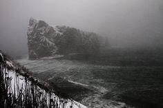 Le Rocher Percé en pleine tempête hivernale