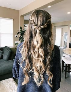 glamorous and timeless wedding hair half up half down hairstyles; wedding hairstyles tre glamorous and timeless wedding hair half up half down hairstyles; wedding hairstyles trendy hairstyles and colors wedding hairstyles half up hal… Easy Hairstyles For Long Hair, Girl Hairstyles, Wedding Hairstyles, Trendy Hairstyles, Hairstyle Ideas, Hair Ideas, Bangs Hairstyle, Prom Hairstyles Down, Natural Hairstyles