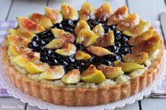 La Crostata di Fichi caramellati e Mirtilli è una vera delizia, facile da preparare e golosissima :D La frutta sopra caramellata da quel tocco in più :)