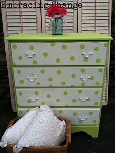 Embracing Change: Cottage Charm Dresser with floral wallpaper lined drawers. Diy Kids Furniture, Deco Furniture, Furniture Makeover, Painted Furniture, Dresser Makeovers, Polka Dot Nursery, Armoire, Decoupage, Kids Decor