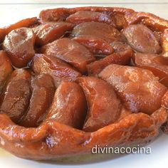 Aquí tienes la receta original de la clásica Tarta Tatin preparada con manzanas pero queda deliciosa también con peras o melocotones.