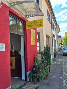 Der Eingang kommend von der Hauptstrasse in Freiburg Herdern http://www.freiburger-thaimassage-herdern.de/index-3.html