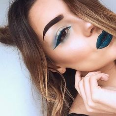Lime Crime Show us your PEACOCK! ❄ This beauty is wearing #Venus2 and 'Peacock' Velvetine
