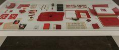 Desde a década de 1950, Lourdes Castro se dedica à criação de livros de artista, objetos, desenhos, serigrafias, vídeos e performances baseados na convivência com elementos de seu cotidiano, em especial paisagens e plantas que cultiva em sua casa- ateliê na Ilha da Madeira, Portugal. P...