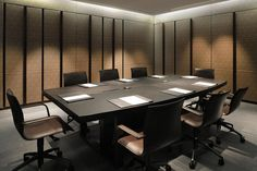 Armani Hotel Milano, 予約 and 代金 meeting room Industrial Office Design, Modern Office Design, Office Interior Design, Corporate Interiors, Hotel Interiors, Office Interiors, Armani Hotel, Hotel Meeting, Office Meeting