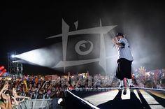 O vocalista da banda Charlie Brown Jr, Chorão durante o show da banda, no Planeta Atlântida 2012.