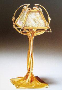 Г. де Кервеген. Бра. Один предмет из пары. Позолоченная бронза Электрический свет стал в конце XIX века настоящей сенсацией. Он сиял в окнах павильонов и на улицах,…