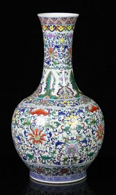 Chinese Doucai Glazed Vase porcelain, decorated with floral motif, Kangxi mark on base, h. Chinese Element, Chinese Art, Glass Ceramic, Ceramic Art, Chinese Patterns, Chinoiserie Chic, Blue And White China, Futuristic Furniture, Chinese Antiques