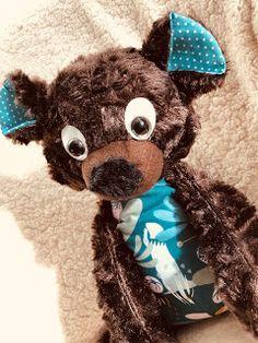 """La couseuse de trucs: Gabin l'ours brun issus du livre """"Quand Lisane coud des doudous et accessoires"""" de Quand Lisane rêve Teddy Bear, Blog, Animals, Brown Bear, Softies, Stuff Stuff, Bite Size, Accessories, Animales"""