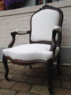 Fauteuil cabriolet dossier à la reine entièrement restauré (bois compris) avec tissu Vince de JAB www.levingtiemesiege.fr