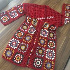 Ve kışlık kırmızı hırkamız bitti .İpim nako süper inci  tığım 0 no.... 🌹umarım beğenirsiniz. . . . . .  #autumnleaves #autumnstyle #knit… Granny Square Sweater, Granny Square Häkelanleitung, Granny Square Crochet Pattern, Crochet Squares, Crochet Granny, Crochet Stitches, Knit Crochet, Crochet Jacket, Crochet Patterns Amigurumi
