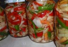 Barevný paprikový salát s cibulí - sterilovaný Marmalade, Fresh Rolls, Preserves, Sushi, Salads, Frozen, Food And Drink, Veggies, Pizza