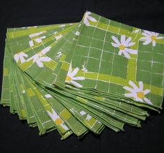 Set of 12 Vintage 1970s Apple Green Daisy Dinner Napkins, Unsigned Designer, ~~by Victorian Wardrobe by VictorianWardrobe on Etsy