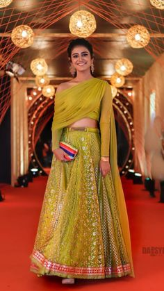 Party Wear Indian Dresses, Designer Party Wear Dresses, Indian Gowns Dresses, Dress Indian Style, Indian Designer Outfits, Wedding Outfits For Women, Indian Wedding Outfits, Indian Outfits, Western Dresses For Girl