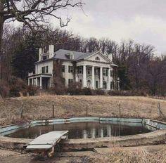 Abandoned Virginia plantation house