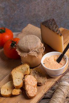 Almogrote, el paté gomero. Una crema típica de la isla de la Gomera, ideal para untar con pan o acompañar con papas arrugadas.