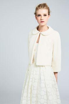 LILIUM, small chic milk-white bolero jacket in fur-effect suri alpaca and wool. Peter pan collar and three-quarter-length kimono sleeves. #MaxMaraBridal