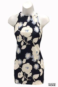 Nom du vêtement: PASCALINE. Nous adorons notre camisole signée vickie!!! son tissu à grandes fleurs nous apporte la bonne humeur et nous fait sentir en vacances ;) hyper féminine, tissu infroissable et hyper durable en plus d'être très facile d'entretien (laver à la machine et suspendre pour sécher). Portez la collection vickie et encouragez par le fait même l'industrie locale car tous nos vêtements sont produits entièrement en beauce !!! exclusivité vickie 90% polyester 10% spandex Polyester, Short, Camisole, High Neck Dress, Spandex, Collection, Dresses, Fashion, Real Simple