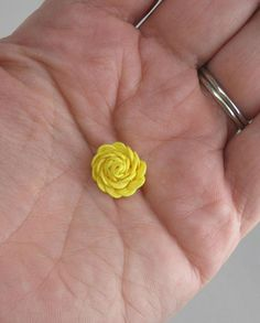 "mini version of the ric rac rose...8"" of 1/4 "" ric rac."