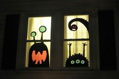 76 Scary but Creative DIY Halloween Window Decorations Ideas You Should Try Unheimlich, aber k. Adornos Halloween, Halloween Kostüm, Halloween Cards, Holidays Halloween, Halloween Themes, Diy Halloween Window Decorations, Halloween Window Display, Halloween Displays, Diy Halloween Window Silhouettes