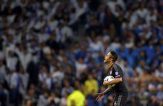 Os visitantes foram surpreendidos desde muito cedo pela pressão ofensiva do FC Porto, muito agressivo na forma como roubava espaço aos alemães. De tal forma que, aos 3', Xabi Alonso facilitou, Jackson Martínez roubou-lhe a bola após um contacto pelas costas e isolou-se. O colombiano foi derrubado por Manuel Neuer (que viu cartão amarelo) na área e Quaresma converteu a grande penalidade.