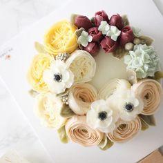 Advance course 4th. buttercream flowercake in PS.class #플라워케이크#flowercake#버터크림플라워케이크#buttercream#플라워케익#버터크림케이크#flowers#꽃#korean #koreaflower #koreaflowercake #baking#bakingclass#꽃스타그램#wedding#dessert#天津#北京#피에스케이크#cake#birthdaycake#서울플라워케이크#weddingcake#buttercake #bouquet#instacake#specialcake#eventcake