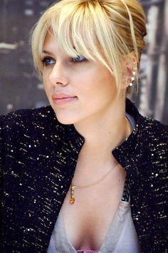 Bangs and hair color - Scarlett Johansson Blond Pony, Hairstyles With Bangs, Cool Hairstyles, Hairstyles 2018, Long Hair With Bangs, Thin Hair, Blonde Hair Bangs, Wispy Bangs, Fringe Bangs