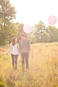 engagement picture balloons @sewickelyphotography