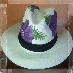"""Sombreros pintados a mano """"Sombreros Santa Lucia""""   conoce nuestros diseños   en twitter, facebook, instagram."""