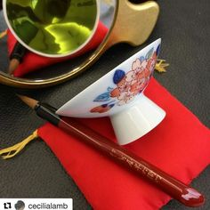 #Repost @cecilialamb with @repostapp   Japanese art #紅 #red #truered #口紅 #beni #Benibana #lipcolor #redlips #小町紅季ゐろ #KomachiKurenai #桜 #sakura #cherryblossom #spring #fourseasons #紅筆 #redlipbrush #金箔手鏡 #goldmirror #specialset #JBeauty #madeinjapan #japaneseart #japan #traditional #伊勢半本店 #thanksToshiya @fudejapan  Beni is red color pigment extracted from Benibana (safflower) petals which have only 1% of red pigment. Benibana is said to have its origin in the Nile River Valley of Egypt. It…