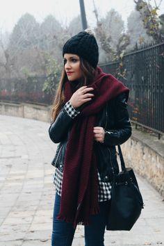 LITTLE BLACK COCONUT: Plaid shirt, big scarf, jeans & sneakers