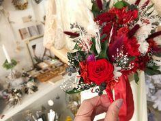 ブライダルオーダー ブーケとお揃いの新郎様のブートニア3000円 オシャレに可愛く作成させていただきます!  オーダー承ります◟̆◞̆ Floral Wreath, Wreaths, Table Decorations, Photo And Video, Instagram, Home Decor, Atelier, Flower Crowns, Door Wreaths