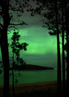 Northern Lights - Marquette, Michigan // I wish I could have seen this when I went to school up there....