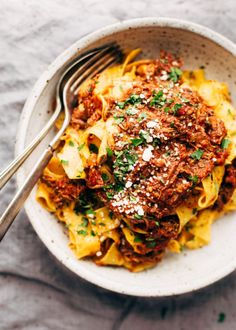 Could You Eat Pizza With Sort Two Diabetic Issues? Simple Weekend Braised Beef Ragu That's Perfect For Sunday Supper. Simply Set It Up And Let It Slow Simmer Until The Meat Starts Falling Apart. So Comforting Slow Cooker Recipes, Beef Recipes, Cooking Recipes, Beef Dishes, Pasta Dishes, Italian Dishes, Italian Recipes, Pappardelle Pasta, Gourmet