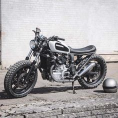 Honda Custom cafe racer by Relic motorcycles Harley Davidson Images, Harley Davidson Trike, Harley Davidson Wallpaper, Harley Davidson Street, Cx500 Cafe Racer, Honda Scrambler, Honda Cx500, Scrambler Motorcycle, Cafe Racers