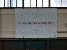 Plakat von urbar.net an der U1-Station Gleisdreieck