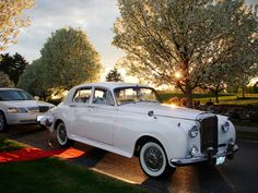 Looking for a classy wedding ride? Look no further! Grace limo has lots of choices #wedding #limo