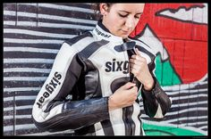 Sixgear Lady motoros bőrruha fekete fehér piros motorosbarát áron f97459207d
