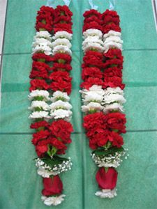 Flower Garland Wedding, Rose Garland, Flower Garlands, Wedding Garlands, Wedding Room Decorations, Desi Wedding Decor, Wedding Stage, Indian Fusion Wedding, Indian Wedding Jewelry